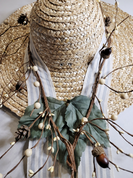 Hat with 3 leaves