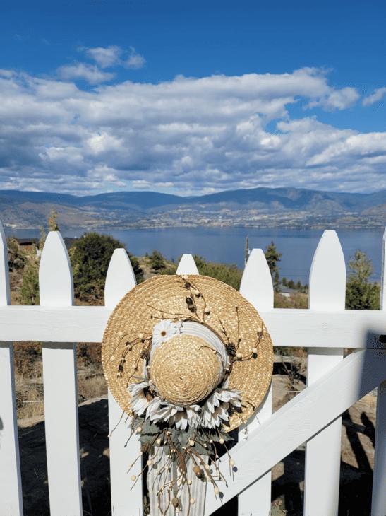 Hat on gate