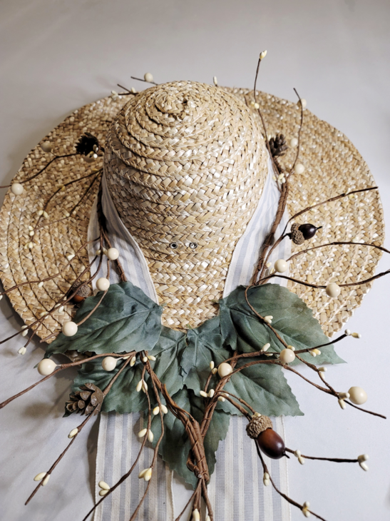 Hat with 5 leaves